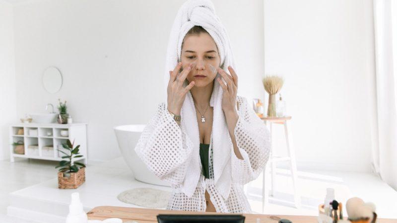 Comment atténuer les rougeurs sur le visage ?