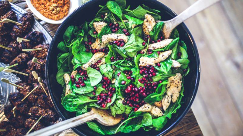 Une salade colorée, exotique et légère